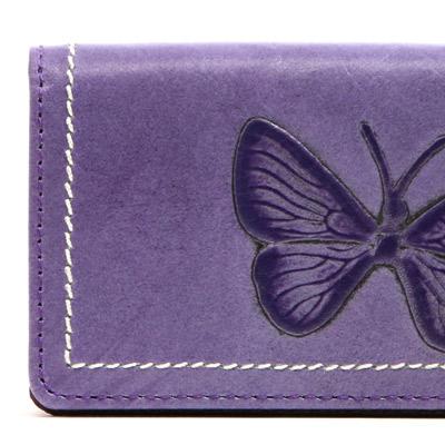 美しい蝶が舞い飛ぶ